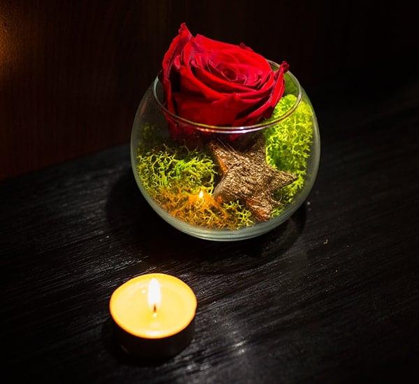 trandafir criogenat rosu in bol de sticla