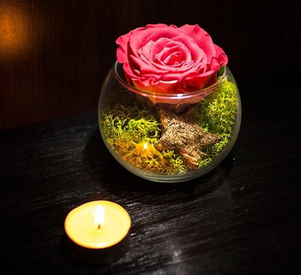 trandafir criogenat rosu in portocaliu de sticla